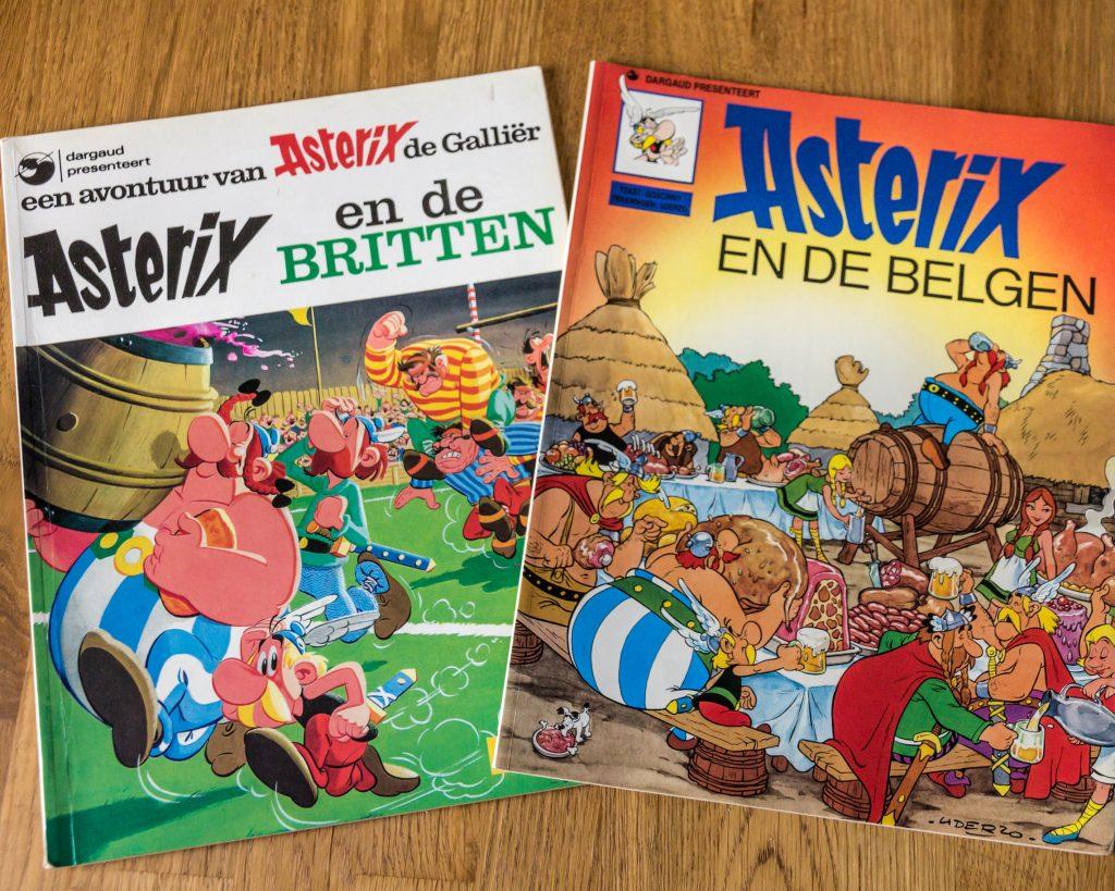 Twee stripboeken van Asterix en Obelix.