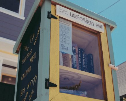 Geef je boeken een tweede leven door je eigen minibieb te starten of ze naar een minibieb bij jou in de buurt te brengen.