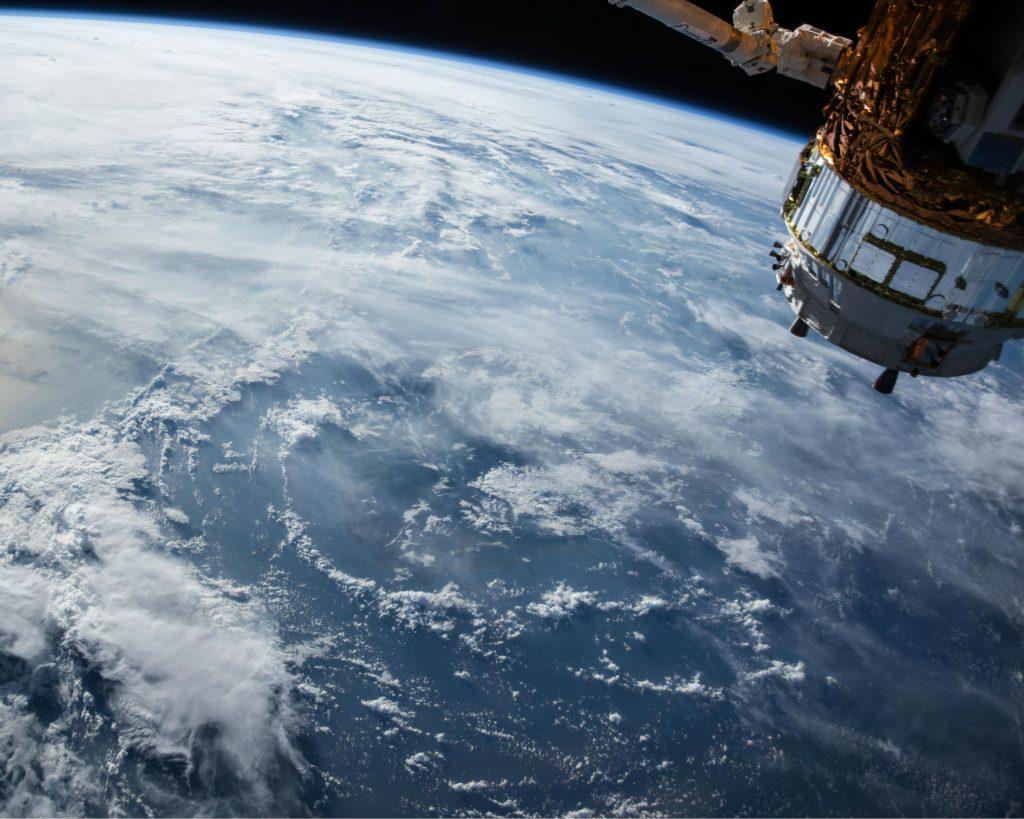 Aarde vanuit de ruimte. Sateliet. Sciencefiction.